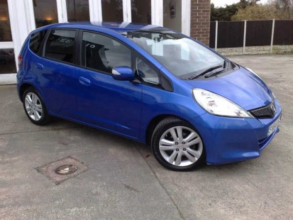 Honda Jazz 1.4 i-VTEC ES Plus 5dr driver side angle view